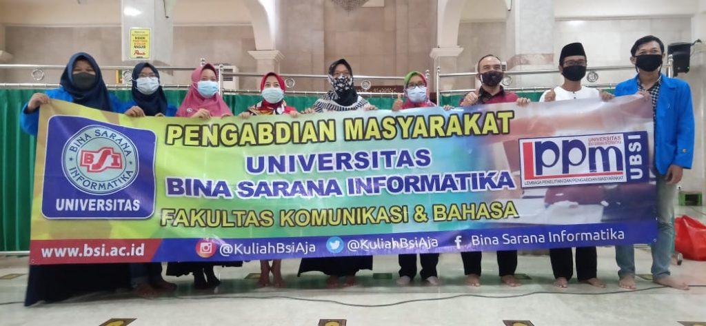 Pelatihan Bahasa Inggris Daily Practice Speaking on Starting, Extending,  and Ending a Telephone Pada DKM Masjid Jami' Al Muttaqin Jakarta Pusat
